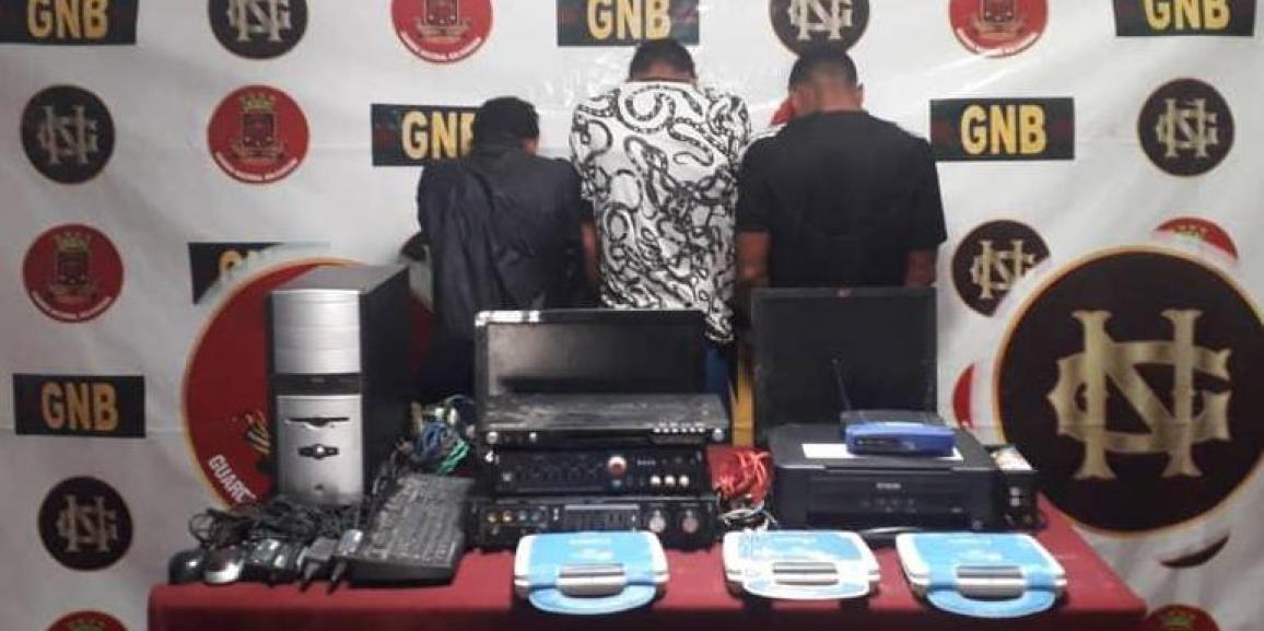 Comando de vigilancia costera de la GNB detiene a dos sujetos y a un adolescente en el estado Sucre