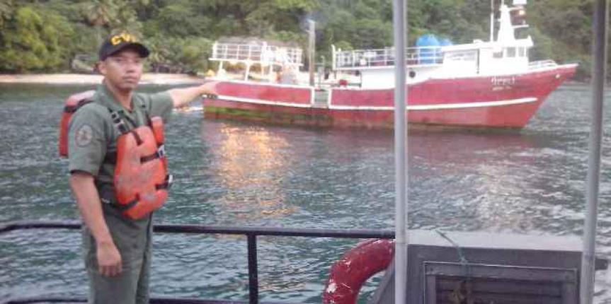 Vigilancia Costera retuvo embarcación con 9 mil litros de combustible en Sucre