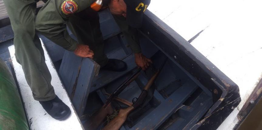 Comando de Vigilancia Costera de la GNB recupera armamento, un motor fuera de borda y una embarcación en el estado Bolívar