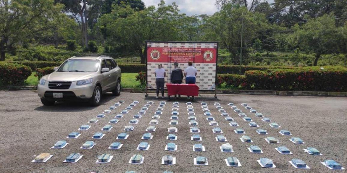 GNB detuvo a tres mujeres con casi 120 kilos de cocaína ocultos en una camioneta