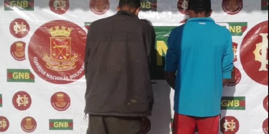 Comando de Vigilancia Costera de la GNB detuvo a dos ciudadanos y retiene mil novecientos ochenta litros de combustible y una embarcación