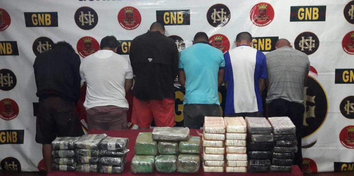 Comando de vigilancia costera de la GNB incauta 449 panelas de droga durante una intercepción de  embarcación en  la costa de la península de Araya