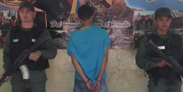 GNB Aragua detuvo a ciudadano robando en una unidad de transporte público