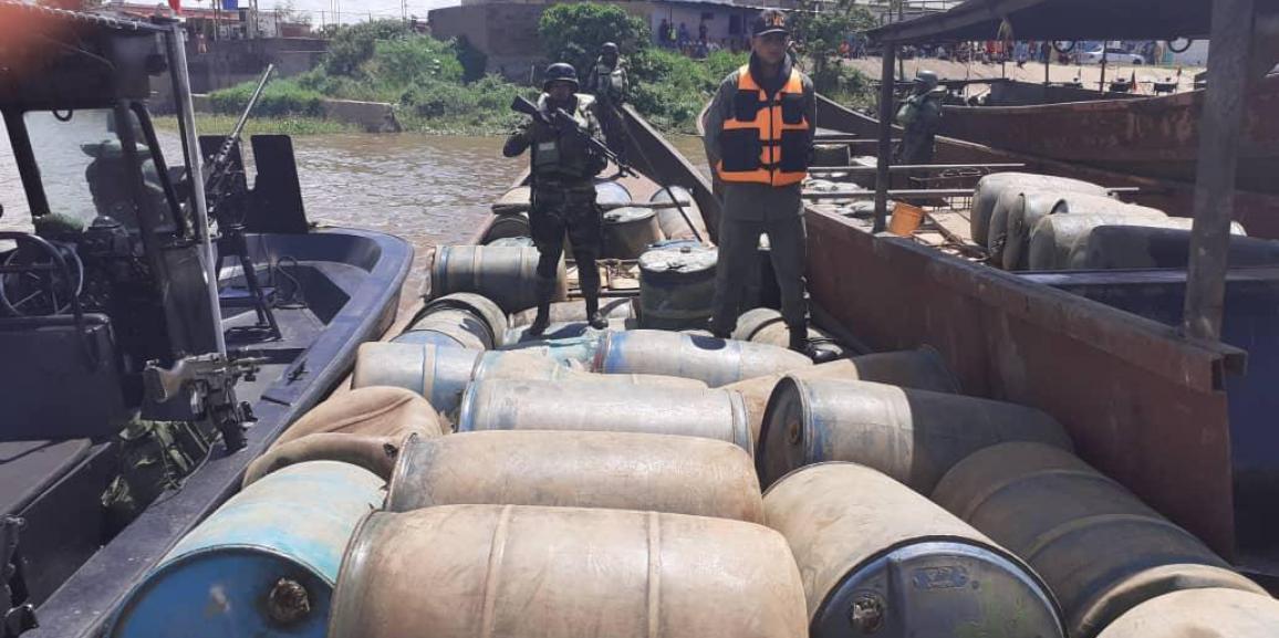 Comando de Vigilancia Costera GNB en comisión conjunta con la Armada Bolivariana lograron la incautación de 21.220 litros de combustibles