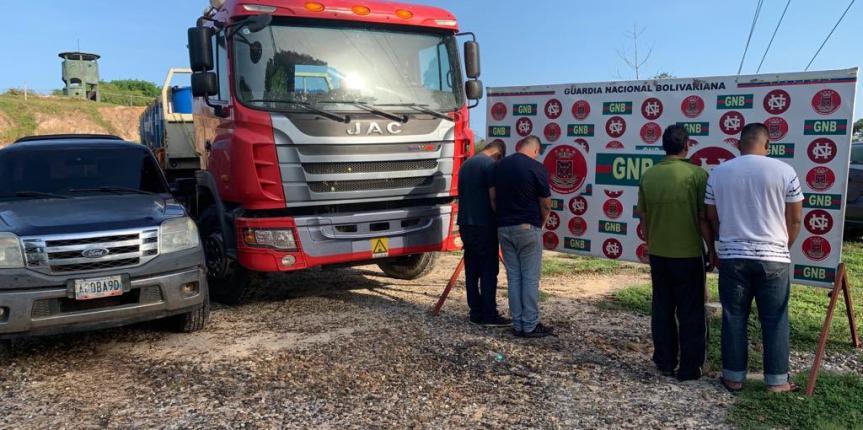 GNB Zulia retuvo más de 8 mil litros de gasolina de avión en Aricuaiza