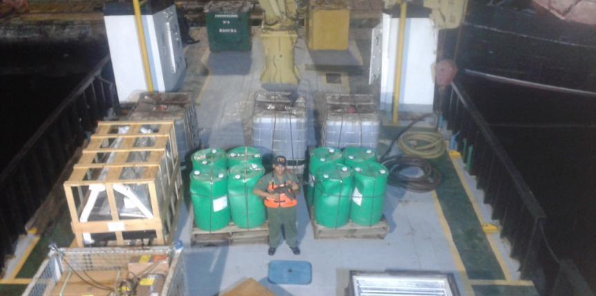 Vigilancia Costera de la GNB retuvo una barcaza con 7.500 lts de combustible en el Zulia