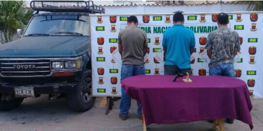 GNB Falcón captura a tres ciudadanos por porte ilícito y ocultamiento de arma de fuego