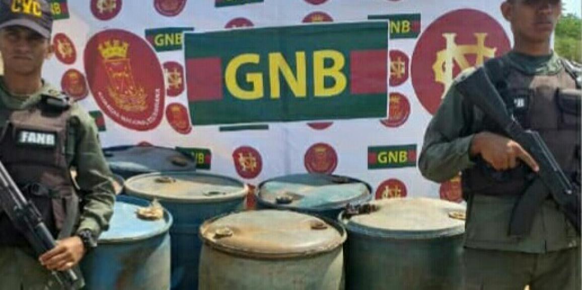 Comando de Vigilancia Costera incautó siete envases de plástico de presunto combustible