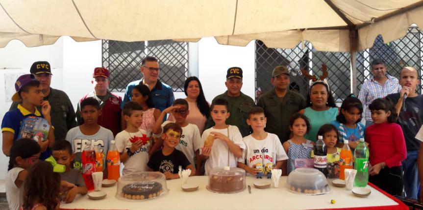 Comando de Vigilancia Costera de la GNB benefició a niños, niñas y adultos mayores con entrega de regalos y medicamentos