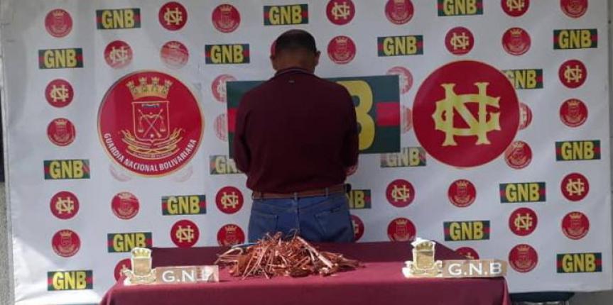 GNB Carabobo detuvo a ciudadano con 33 sacos de material estratégico